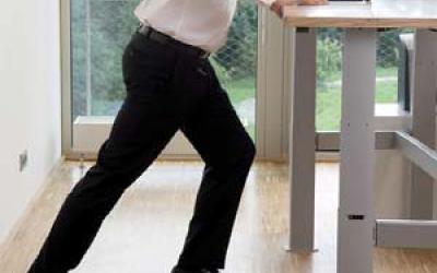 8 oefeningen voor achter uw zit-sta bureau